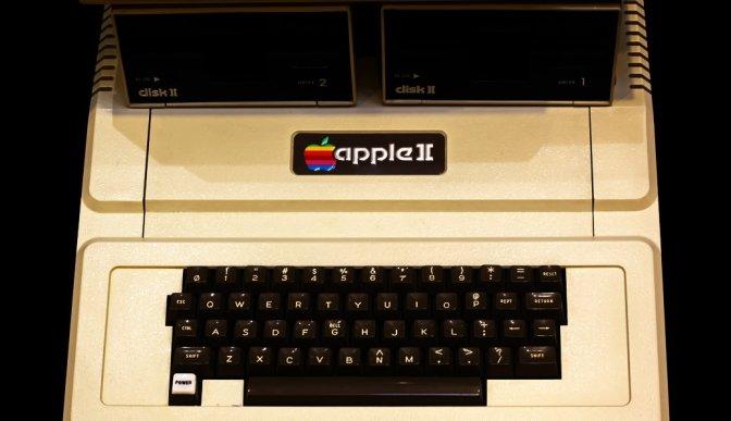10/ 06/ 1977 | Apple ][